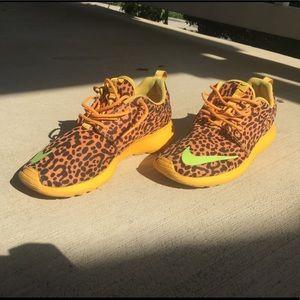 Nike Roshe Run Fb Cheetah Print Sneakers